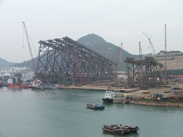 Oil rig under construction at Shipyard Chiwan