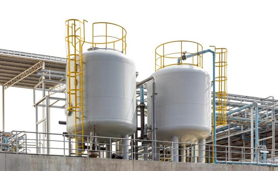 Process vessels storage tanks and pipes.