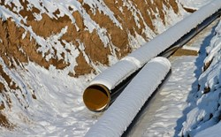 What is the significance of the high temperature range when considering corrosion under insulation (CUI)?